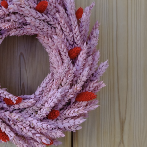 Dried Flower Wreath Raspberri closeup